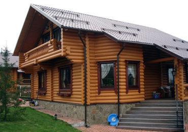 Деревянный дом из оцилиндрованного бревна с мансардой